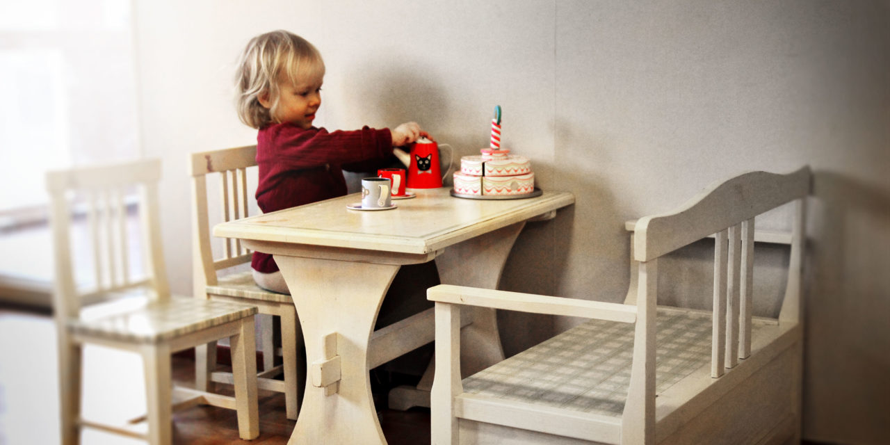 Hanna's decorating project – Tea party furniture